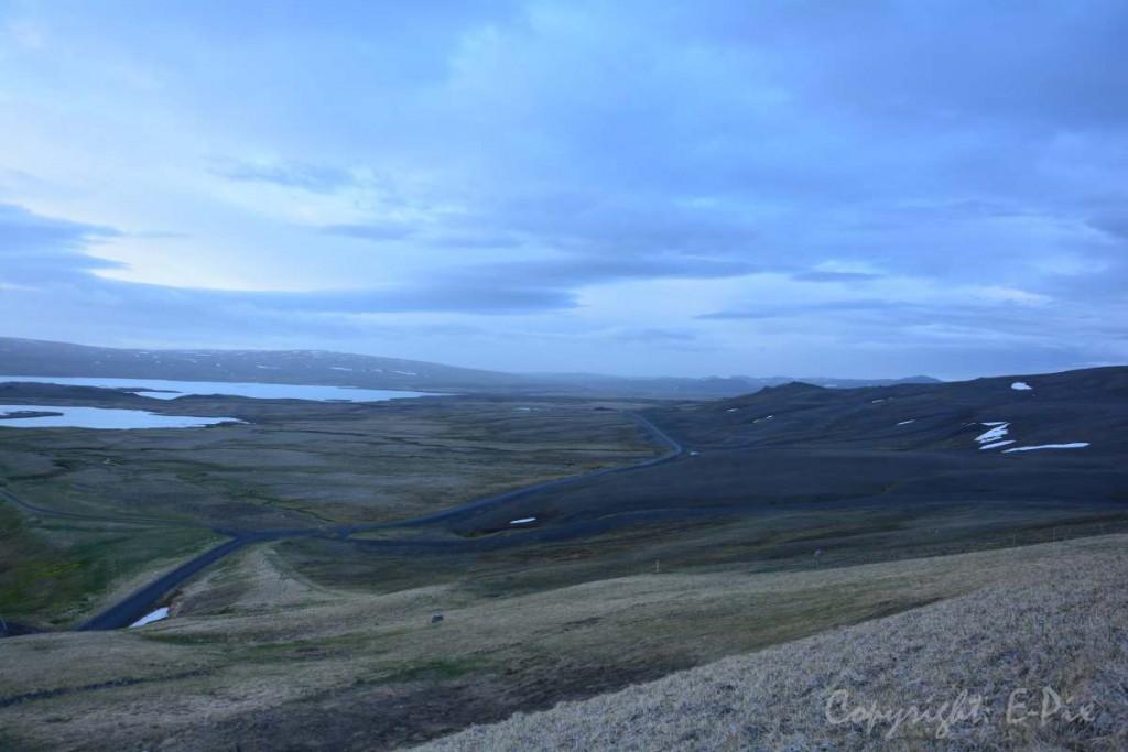 Der Blick vom Kraftwerk aus über die Weiten Island - immer wieder ist das Licht und die Stimmung so unterschiedlich.