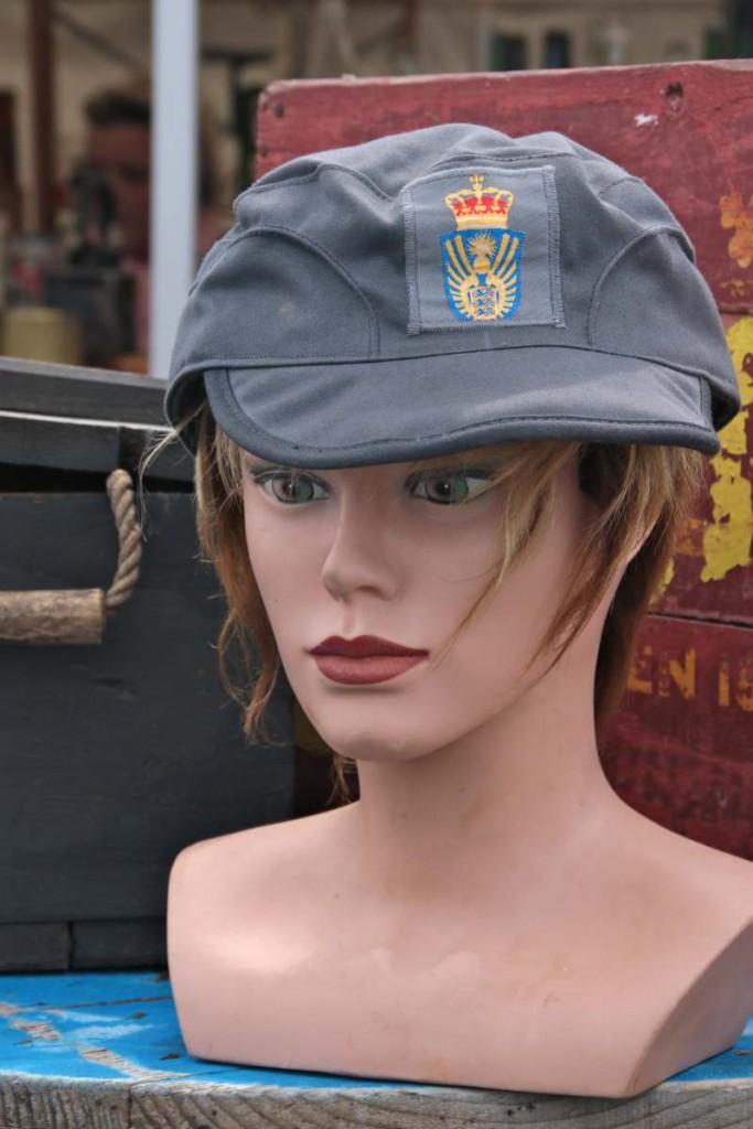 Büste mit Uniformkappe